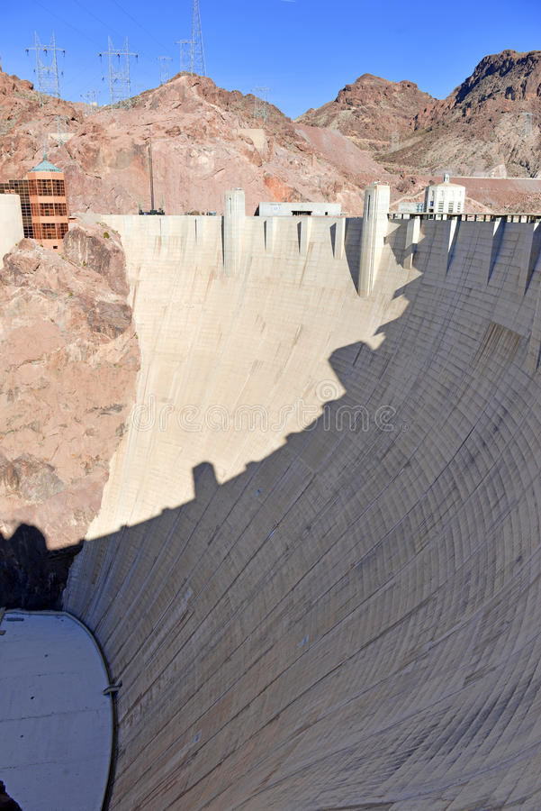 Hooverdam, een massief hydro-elektrisch techniekoriëntatiepunt dat op de grens van Nevada en van Arizona wordt gevestigd royalty-vrije stock foto