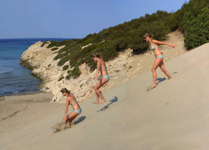 Hop and skip in dunes