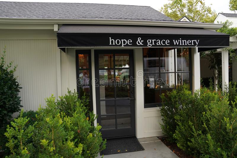 Hope & Grace Winery tasting room in the heart of Yountville, Napa Valley. YOUNTVILLE, CALIFORNIA - SEPTEMBER 20, 2017: Hope & Grace Winery tasting room in the stock images