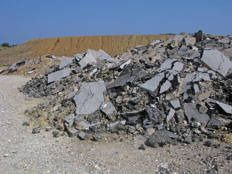 Hopen van asfalt stock afbeeldingen