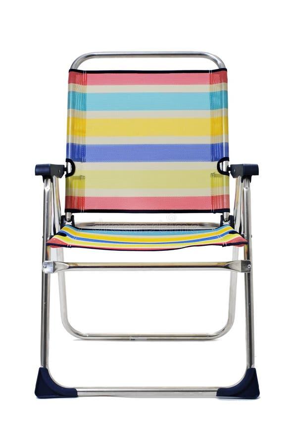 Hopfällbar strandstol på en vit bakgrund fotografering för bildbyråer