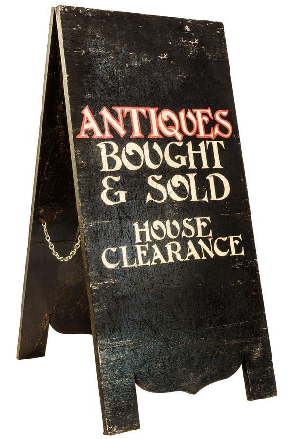Hopfällbara antikviteter och husrensningsskylt som isoleras på whit royaltyfri bild