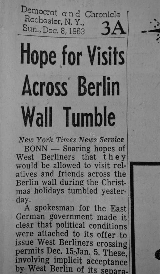 hopp för 1963 rubrik för besök över fall för berlin vägg royaltyfria bilder