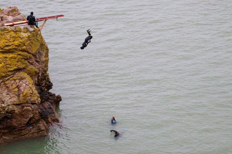 Hopp från klippan på Howth Dublin County Ireland, irländskt hav royaltyfria bilder