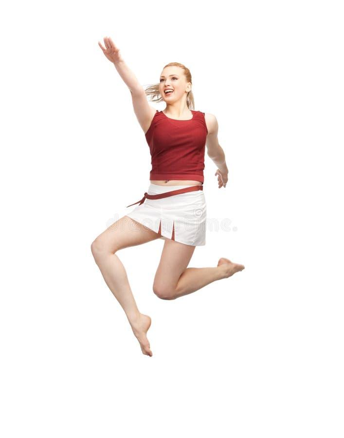 Hoppa den sportiga flickan royaltyfri bild