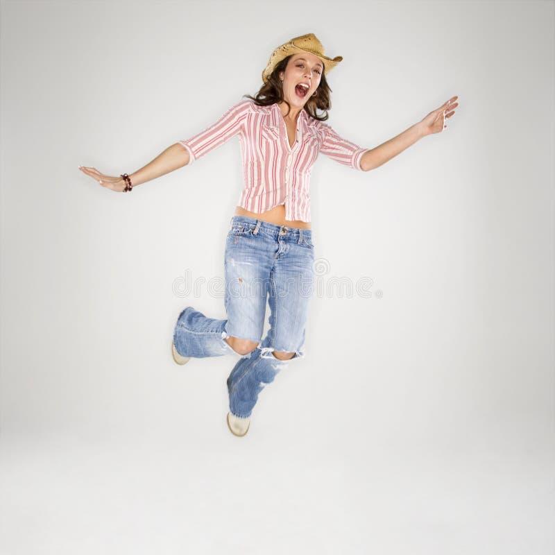 hoppa för luftcowgirl arkivfoton