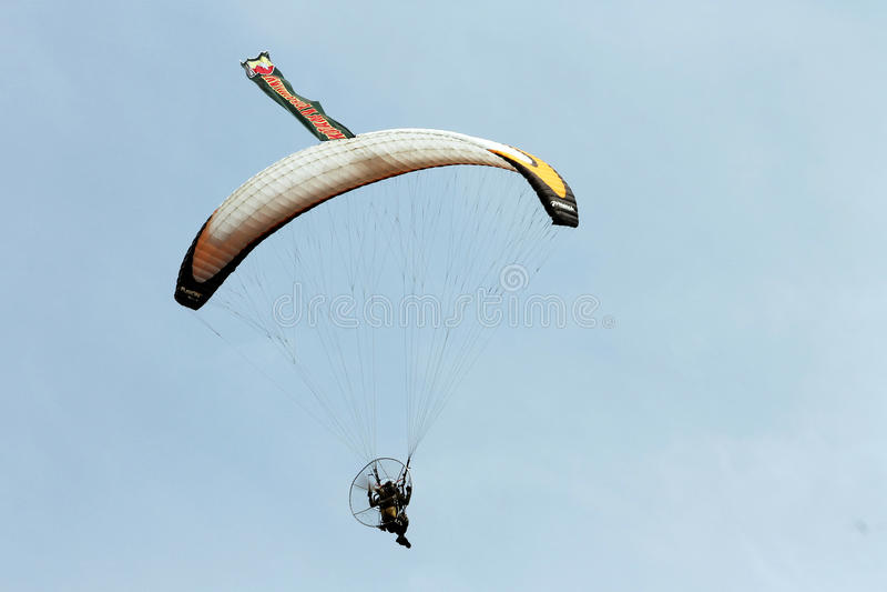 Hoppa fallskärm den indonesiska nationella armén för kapaciteter royaltyfria foton