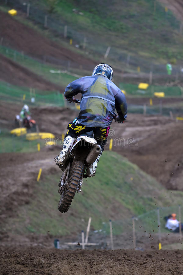 hoppa motocrossen arkivbild