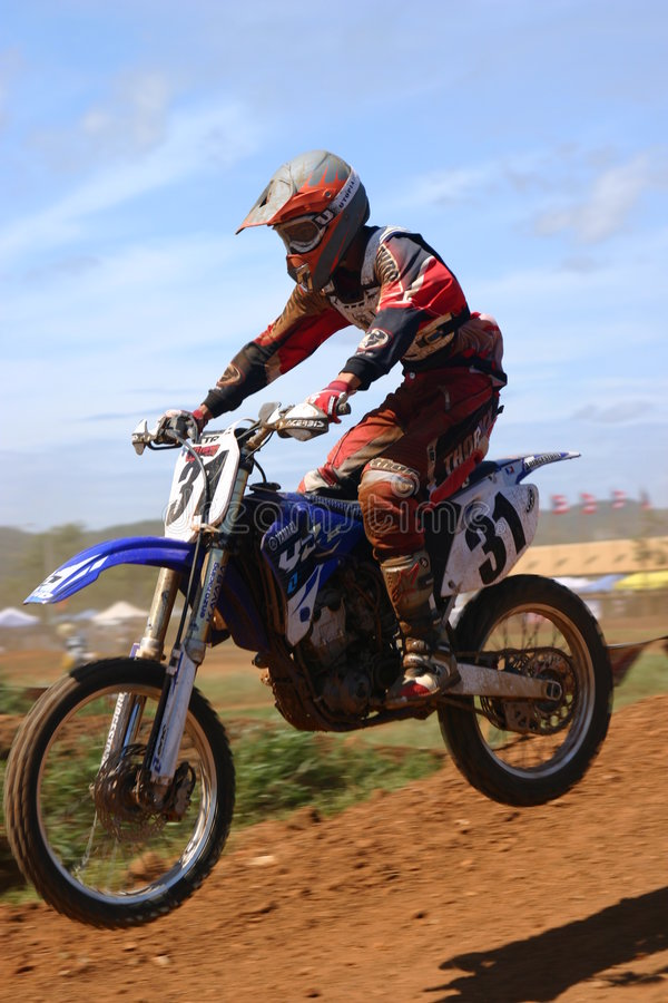 hoppa motocrossen arkivbilder