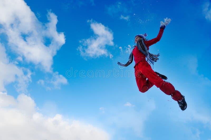 hoppa utomhus- kvinnabarn royaltyfria foton