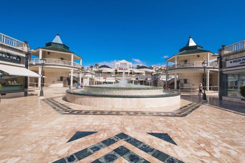 Hopping κέντρο σε Las Αμερική στις 23 Φεβρουαρίου 2016 Adeje, Tenerife, Ισπανία στοκ φωτογραφία