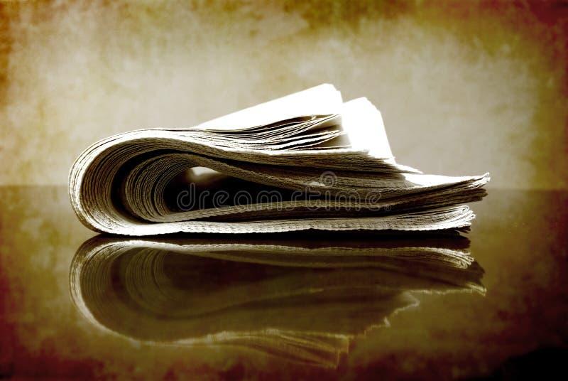 hoprullad tidning royaltyfria bilder