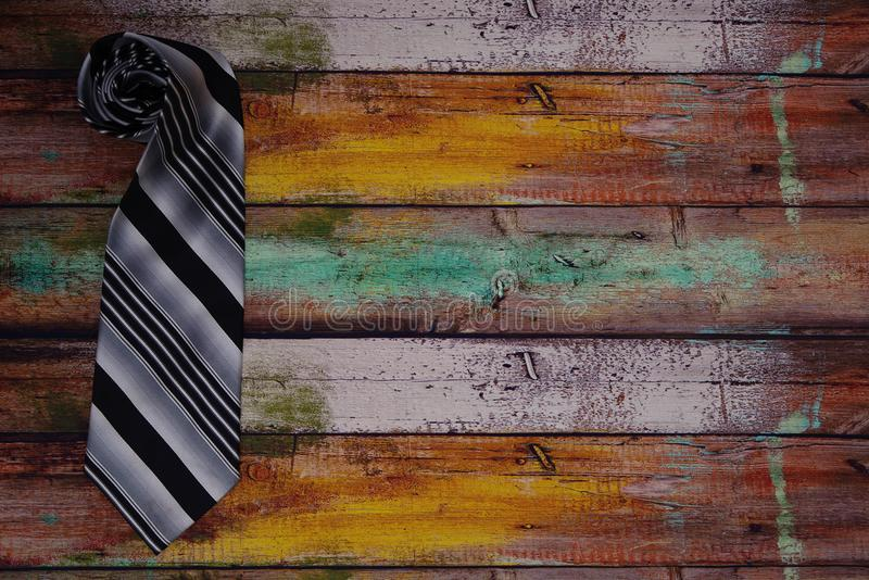 Hoprullat band på trägolv arkivfoto