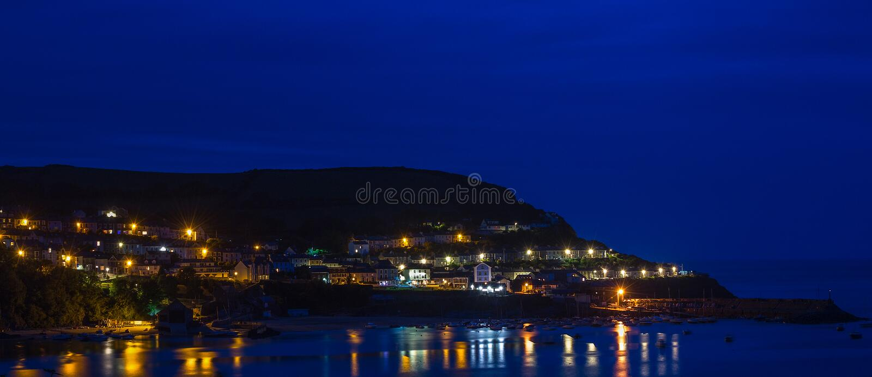 Hora azul no cais novo Ceredigion fotografia de stock royalty free