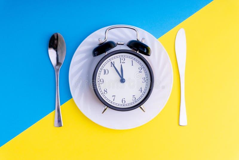 Hora de comer Almoçam o tempo, o café da manhã e o conceito do jantar fotos de stock royalty free