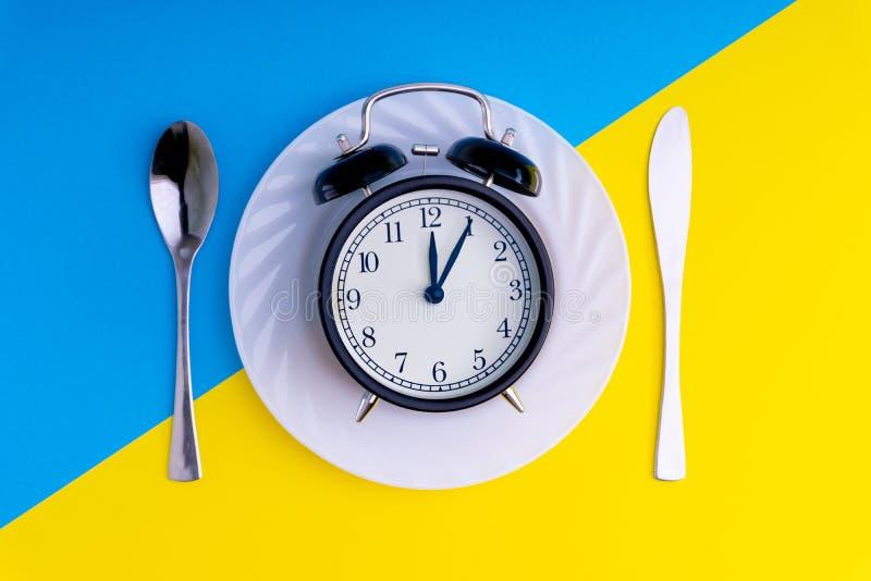 Hora de comer Almuerzan concepto del tiempo, del desayuno y de la cena imagen de archivo libre de regalías