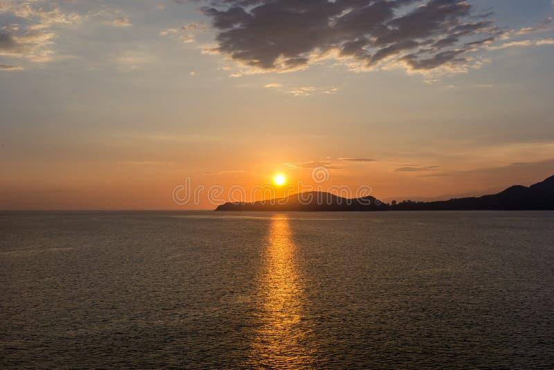 Hora de la puesta del sol en Santos, el Brasil imágenes de archivo libres de regalías
