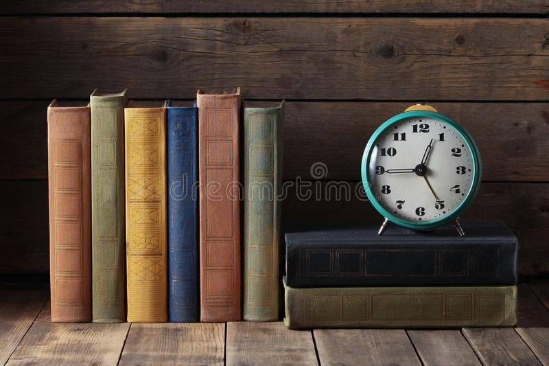 Hora de leer fotografía de archivo
