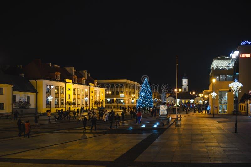 Hora de Natal na praça principal de Kosciusko com Basilica em Bialystok, Polônia, hora de Natal, cena noturna foto de stock royalty free