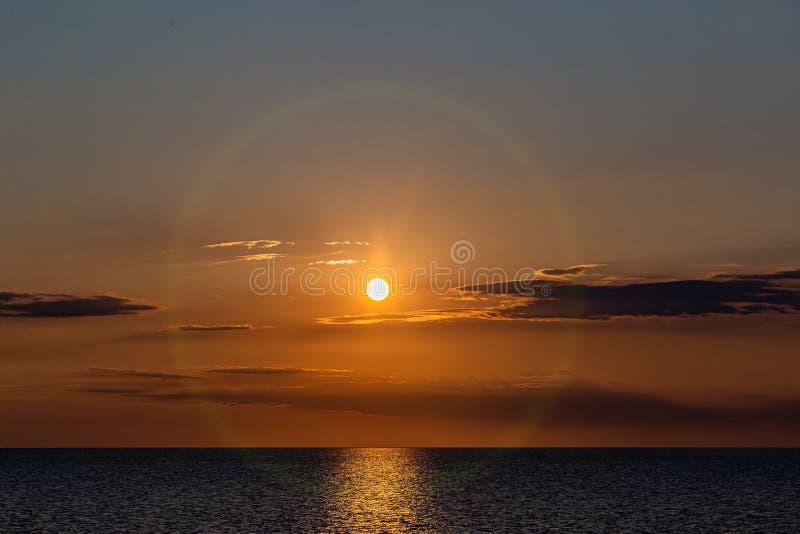 Hora de ouro do sol sobre a baía de Vineyard Haven Martha's Vineyard imagem de stock