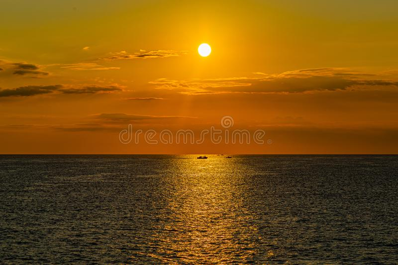 Hora de ouro do sol sobre a baía de Vineyard Haven Martha's Vineyard foto de stock