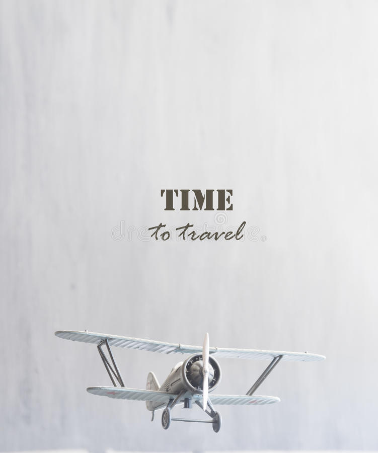 Hora de viajar texto e plano fotografia de stock