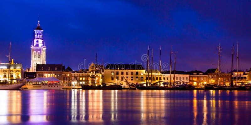 Hora do azul do porto de Kampen imagens de stock royalty free