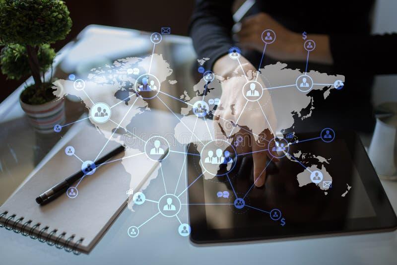 Hora, gestión de recursos humanos CRM - Gerencia del lazo del cliente Externalización internacional en la pantalla virtual foto de archivo