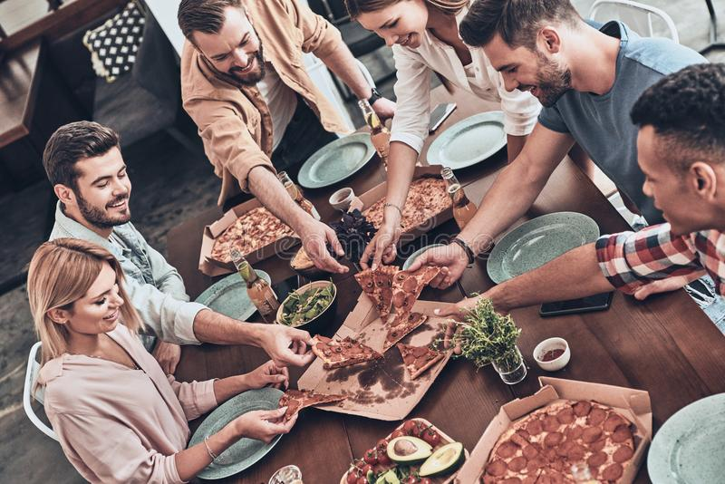 Hora para la pizza foto de archivo