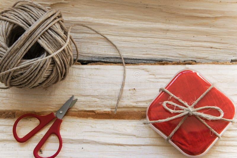 Hora para los regalos - adornó el especial de manera simple fotos de archivo libres de regalías