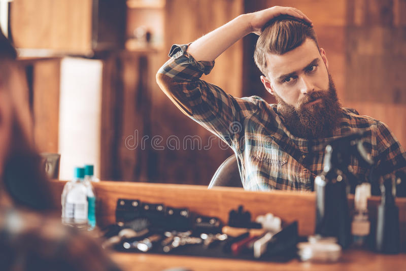 Hora para o corte de cabelo novo fotografia de stock royalty free