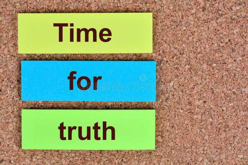 Hora para palavras da verdade em notas imagem de stock