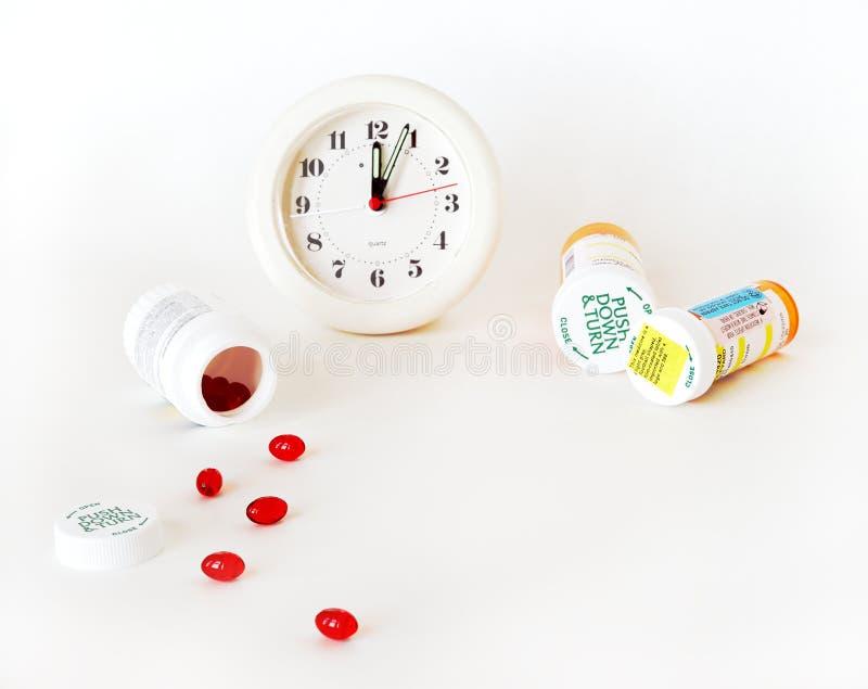 Hora para su dosis de la medicina imagen de archivo libre de regalías