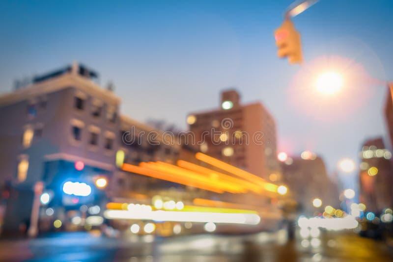 Hora punta del extracto de New York City con los coches defocused imagen de archivo libre de regalías