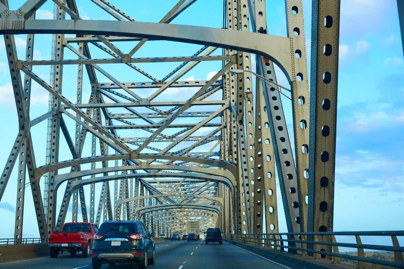 Horace Wilkinson Bridge en el río Misisipi foto de archivo