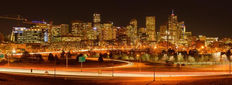Horas de ponta da noite em Denver do centro foto de stock royalty free