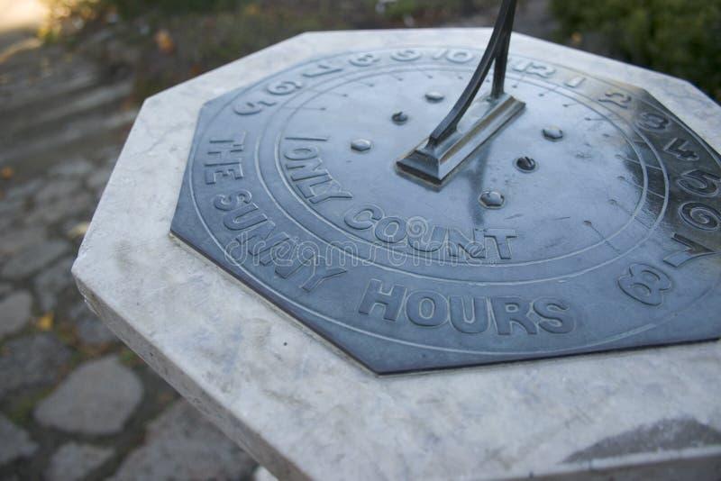 Download Horas Ensolaradas Do Sundial Foto de Stock - Imagem de sundial, rochas: 102154