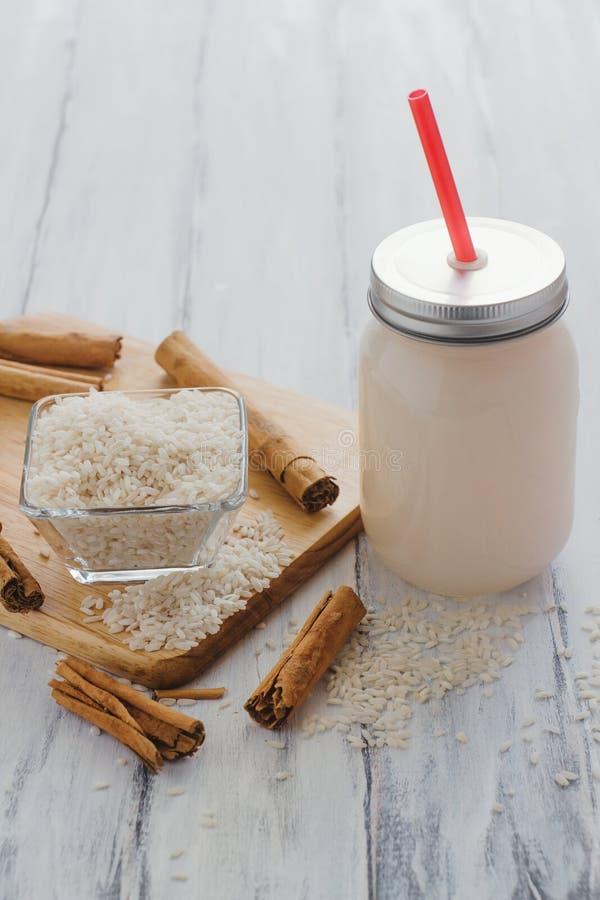 Horchata est une boisson, faite avec du riz et la cannelle à partir du Mexique, boisson mexicaine images stock
