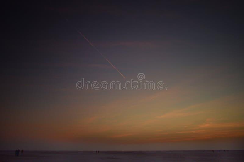 Horde kleuren in de hemel vóór zonsopgang stock afbeelding