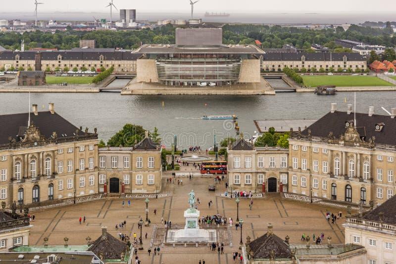 Horisont över operahus och kunglig slott i Köpenhamn fotografering för bildbyråer