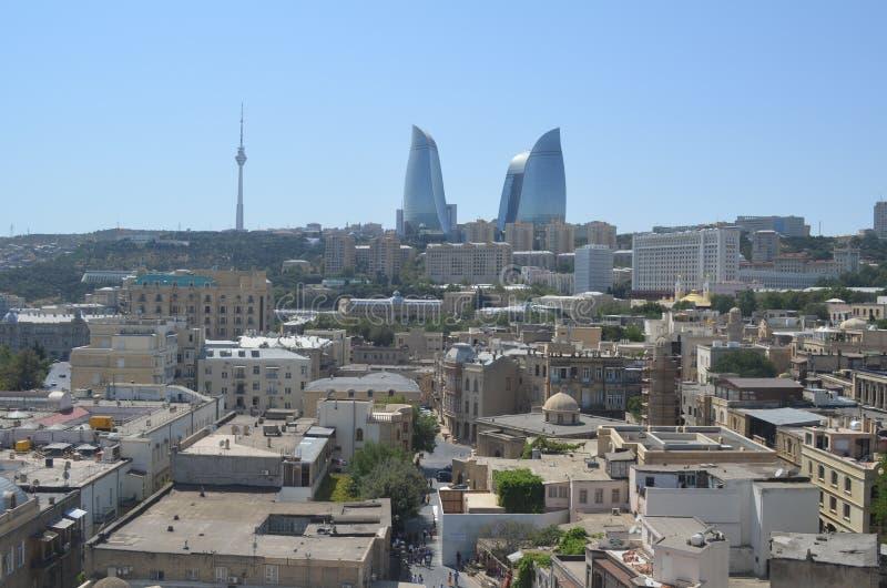 Horisont av Baku City, huvudstad av Azerbajdzjan på Kaspiska havet arkivfoto