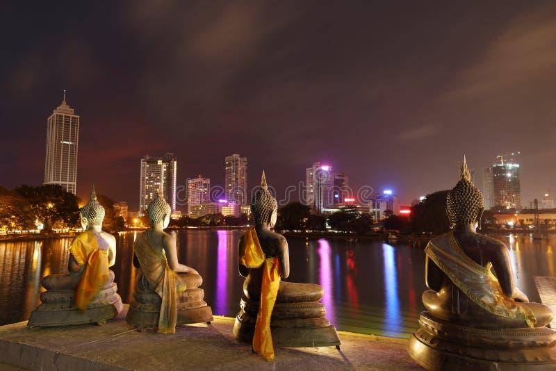 Horisont av Colombo i Sri Lanka på natten arkivfoto