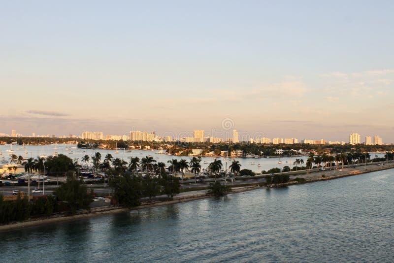 Horisont av den Miami hamnen royaltyfri bild