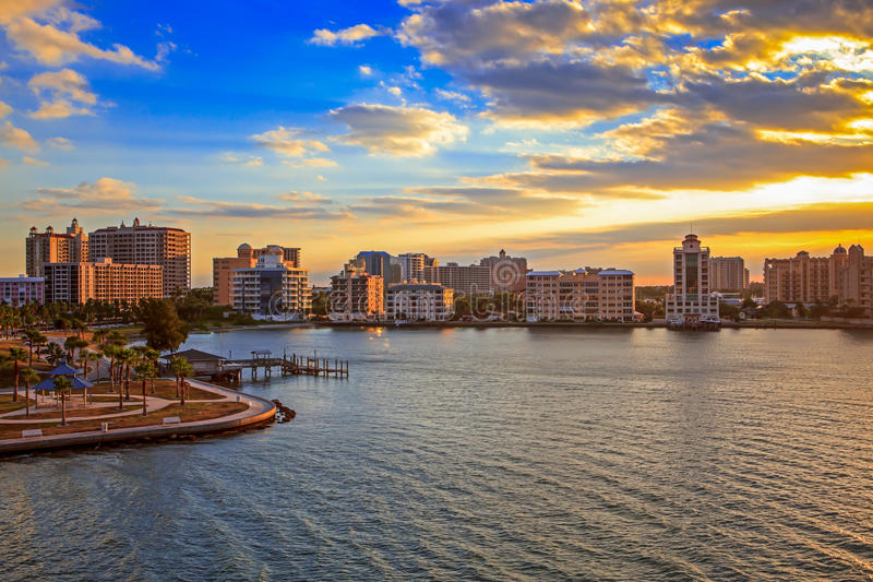 Horisont av den Sarasota fjärden på soluppgången royaltyfria foton