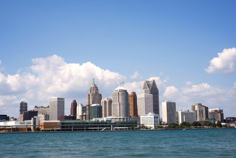Horisont av i stadens centrum Detroit royaltyfri bild
