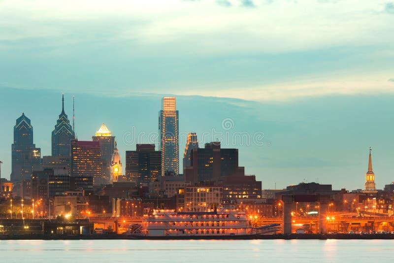 Horisont av i stadens centrum Philadelphia arkivfoton