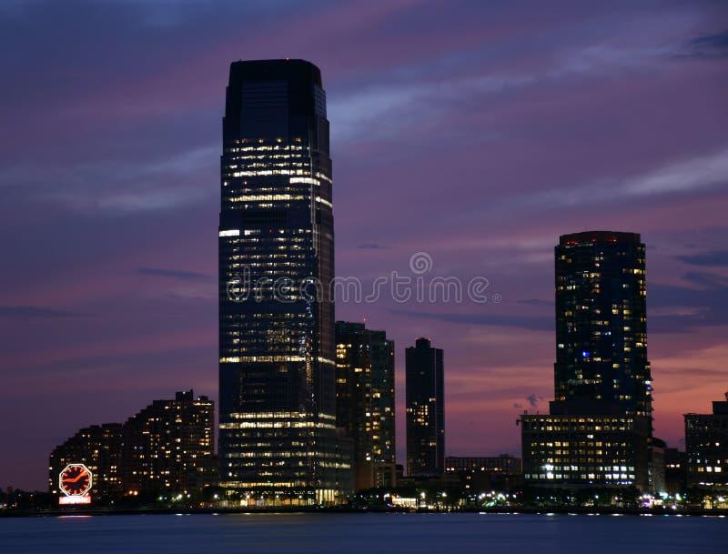Horisont av Jersey City på solnedgången royaltyfri bild