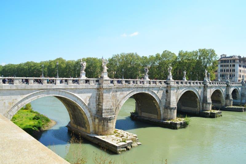 Horisont av Rome, Tevere flod bridgetown arkivbild