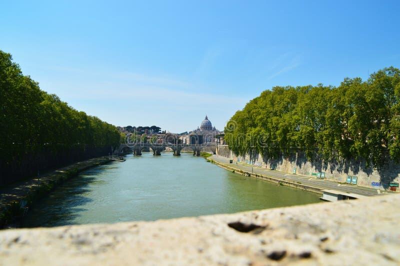Horisont av Rome, Vaticanen och den Tevere floden bridgetown arkivfoto