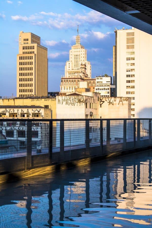 Horisont av Sao Paulo som ses från Sesc 24 de Maio royaltyfria bilder
